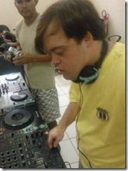 Felipe Ribeiro dá os primeiros passos como DJ. Foto: reprodução do Facebook